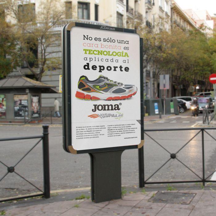 Campañas de comunicacion lanzamiento productos MUPI advertisement publicidad y marketing para zapatillas deportivas joma madrid spain